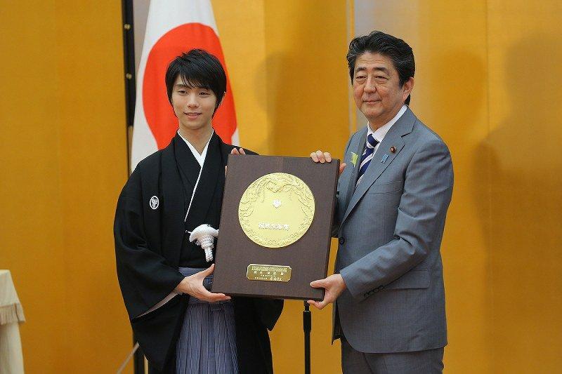 YuzuNews del 2 luglio 2018: Viene conferito a Yuzuru il prestigioso premio People's Honor Award!