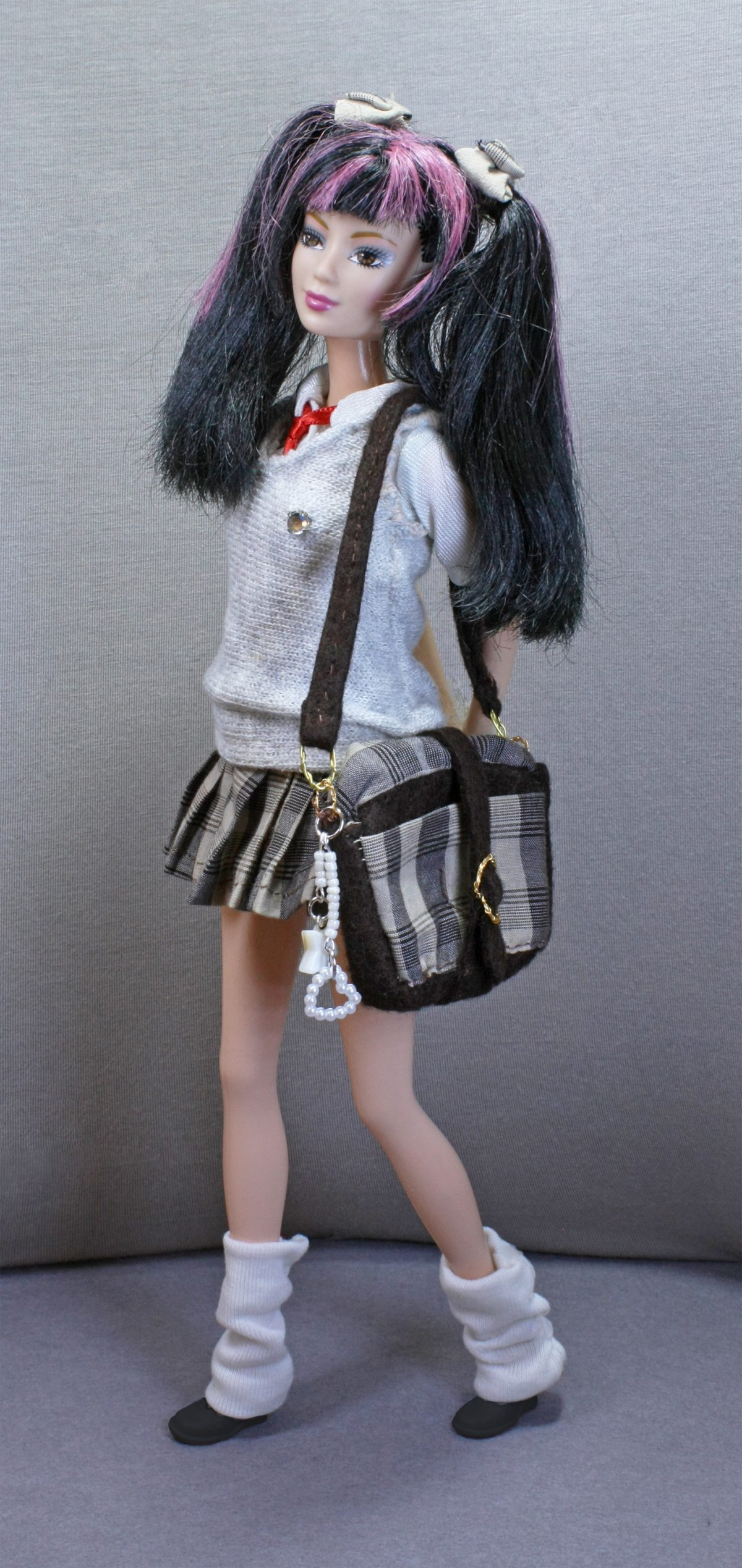 Un tuffo nella scuola giapponese per Barbie: uniforme scolastica