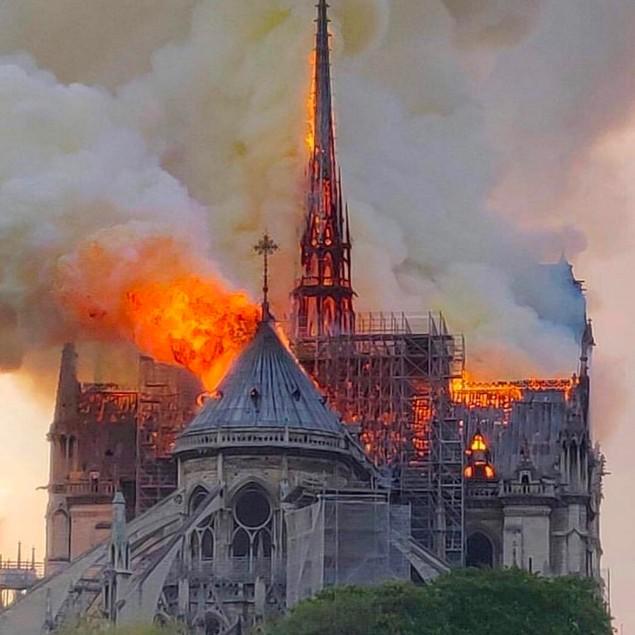 15 aprile 2019: Parigi, Notre Dame brucia!